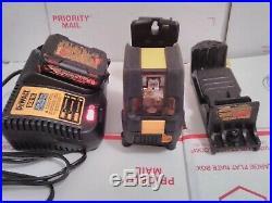 DEWALT DW088LG Self-Leveliing Laser Level With Battery/Charger/Chalk Line Bracket